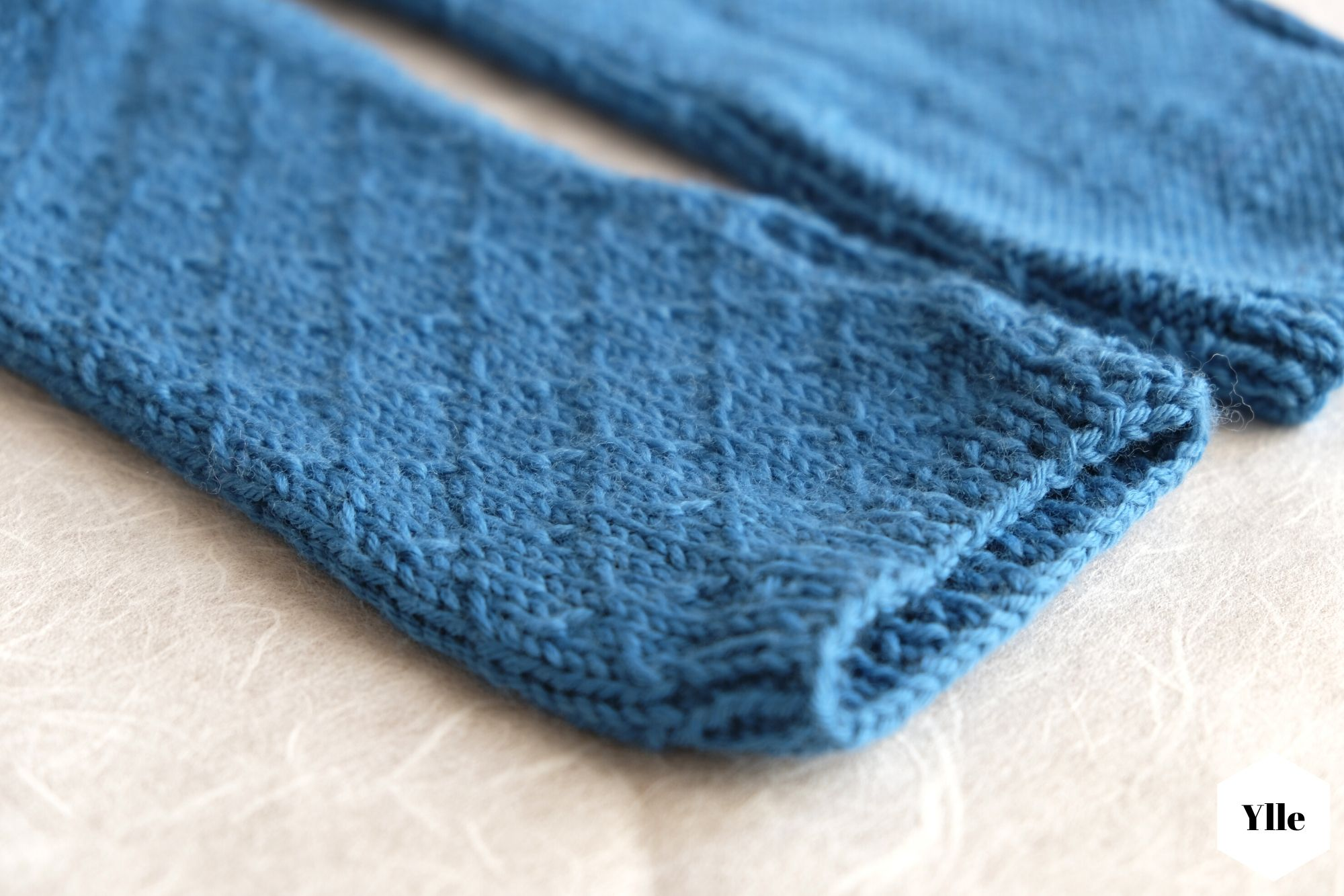 Armstulpen mit Daumenloch in Reihen stricken